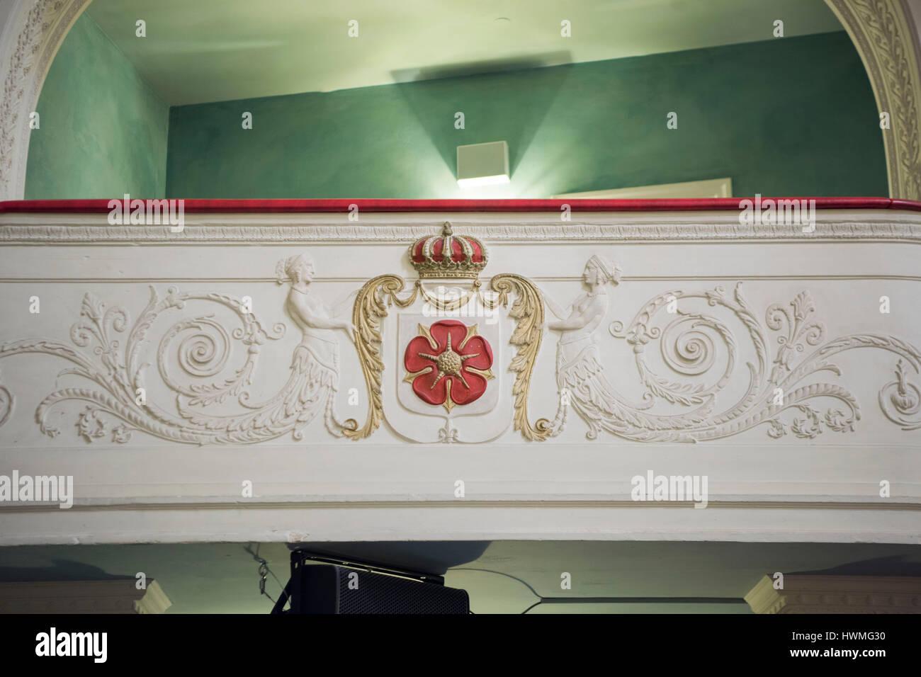 Deutschland, Nordrhein-Westfalen, Detmold, Landestheater Detmold, Wappen Lippe Detmold im Zuschauerraum - Stock Image