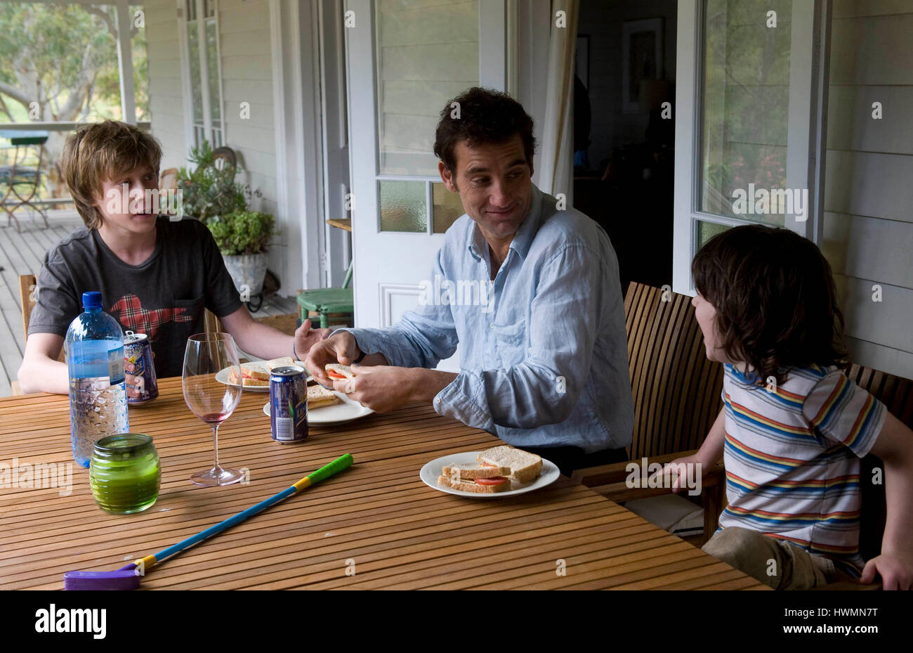 THE BOYS ARE BACK (2009) GEORGE MACKAY CLIVE OWEN NICHOLAS MCANULTY SCOTT HICKS (DIR) DISNEY/MOVIESTORE COLLECTION - Stock Image