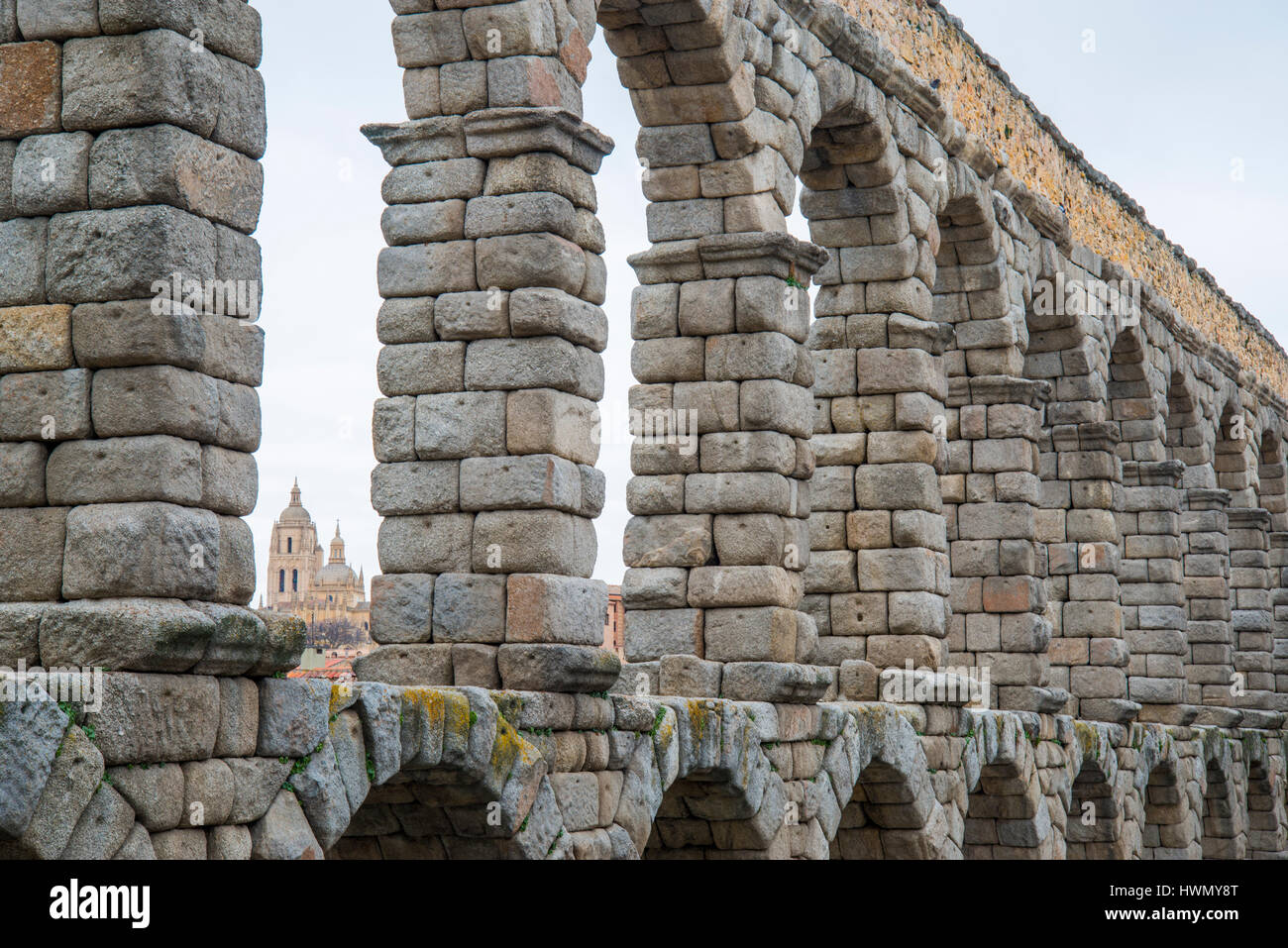 Cathedral viewed through the arches of the Roman Aqueduct. Segovia, Spain. - Stock Image