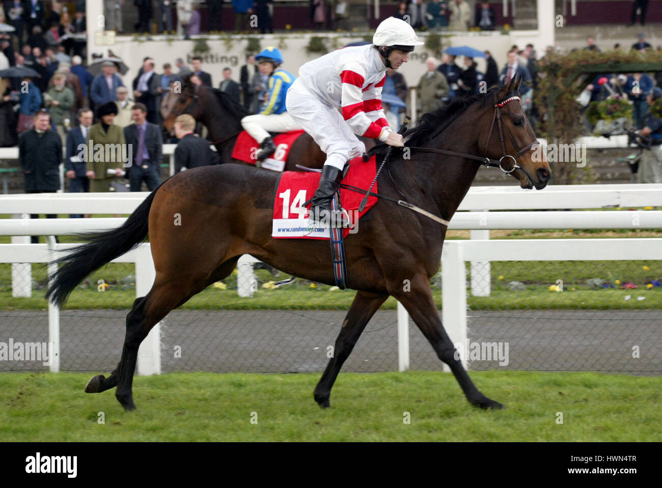 SULTAN GAMAL RIDDEN BY J.FORTUNE DONCASTER RACECOURSE DONCASTER 21 March 2002 - Stock Image