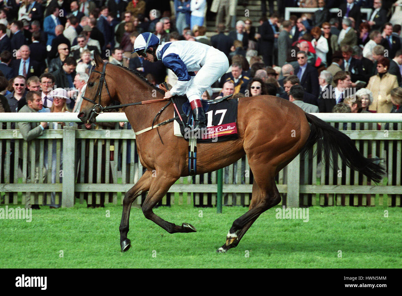 ROMANTIC MYTH RIDDEN BY F.NORTON NEWMARKET NEWMARKET RACECOURSE 05 May 2001 - Stock Image