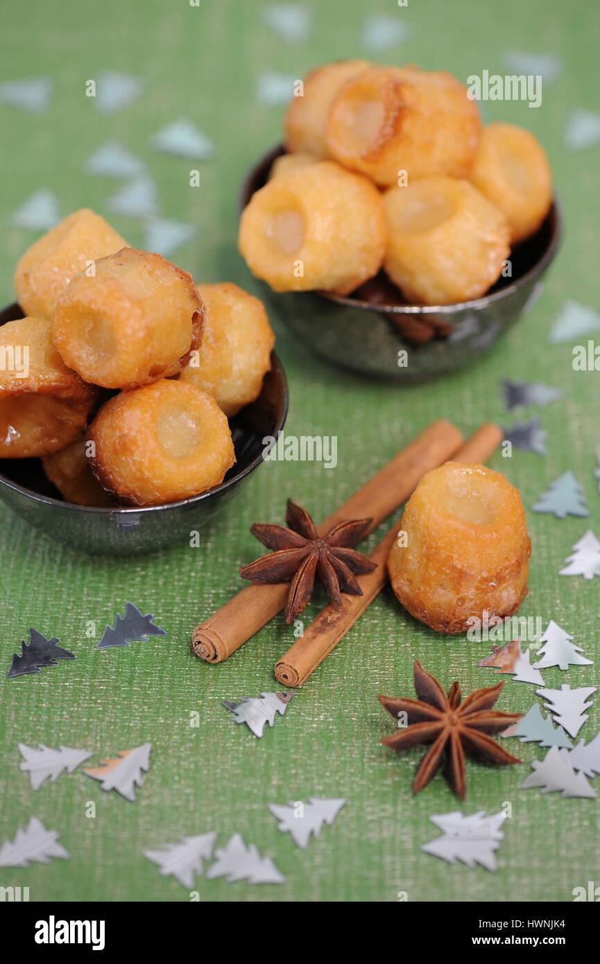 Mini Cannelés de noël aux épices - Stock Image
