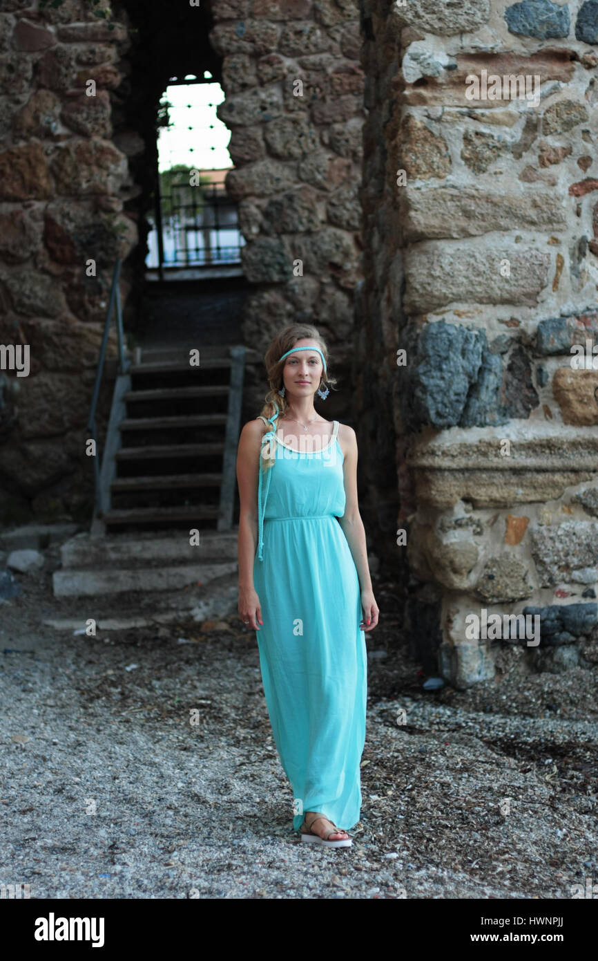 Female Medieval Dress Stock Photos & Female Medieval Dress Stock ...