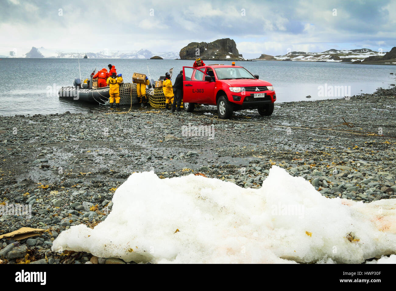 Loading Supplies Stock Photos Images Alamy Simple Choc Block Supply By L200 Stores And Being Loaded Onto Rigid Inflatable Boats From Mitsubishi Pickup Truck King
