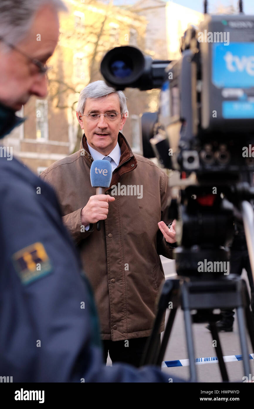 London, UK. 22nd Mar, 2017. International news broadcasters report from Westminster following the terrorist attack Stock Photo