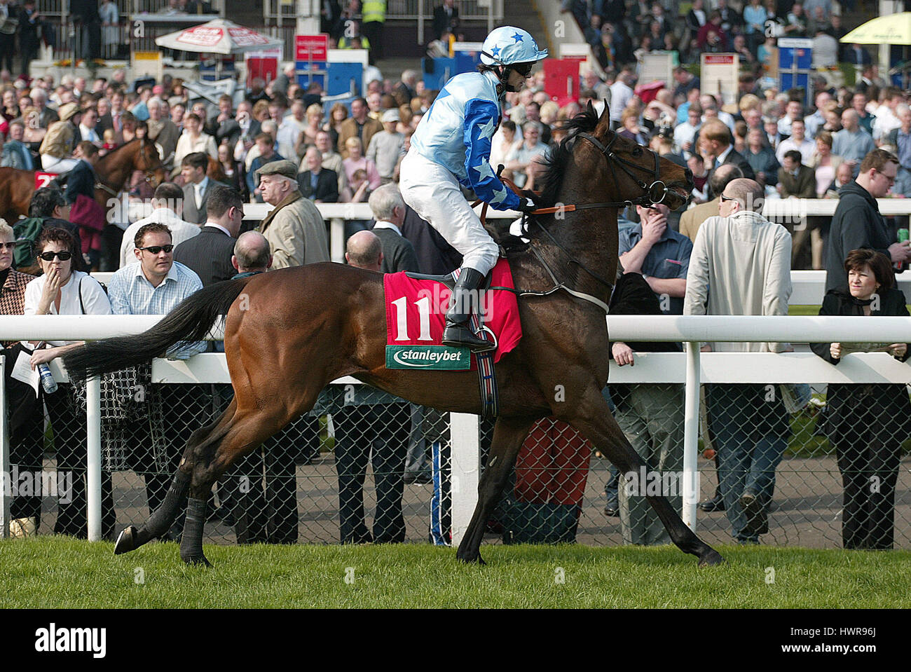 RESPLENDENT RIDDEN BY K.FALLON DONCASTER RACECOURSE DONCASTER 01 April 2005 - Stock Image