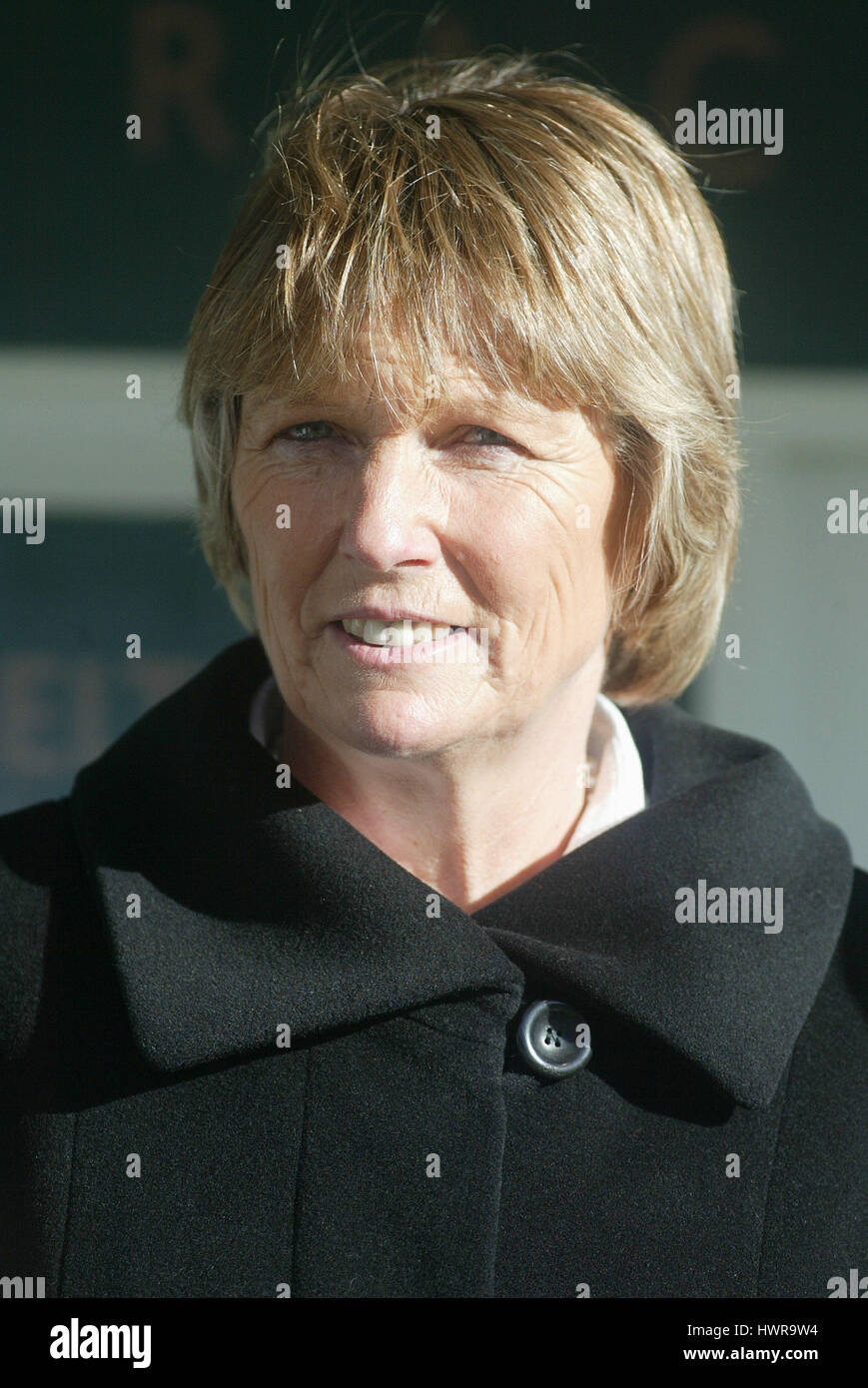 JESS HARRINGTON RACE HORSE TRAINER CHELTENHAM RACECOURSE CHELTENHAM 13 November 2004 - Stock Image