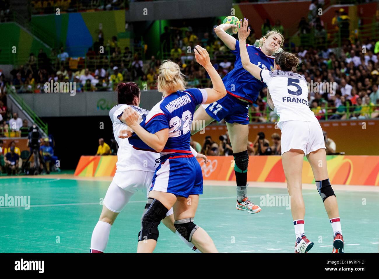 Rio de Janeiro, Brazil. 20 August 2016  Vladlena Bobrovnikova (RUS) #17 defended by Camille Ayglon-Saurina (FRA) - Stock Image