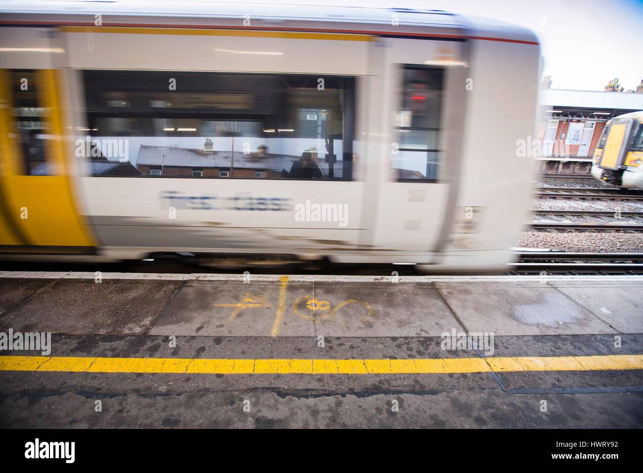 Tonbridge,Kent,UK. A Southeastern railways train exits the platform past the yellow safety line which keeps passengers - Stock Image