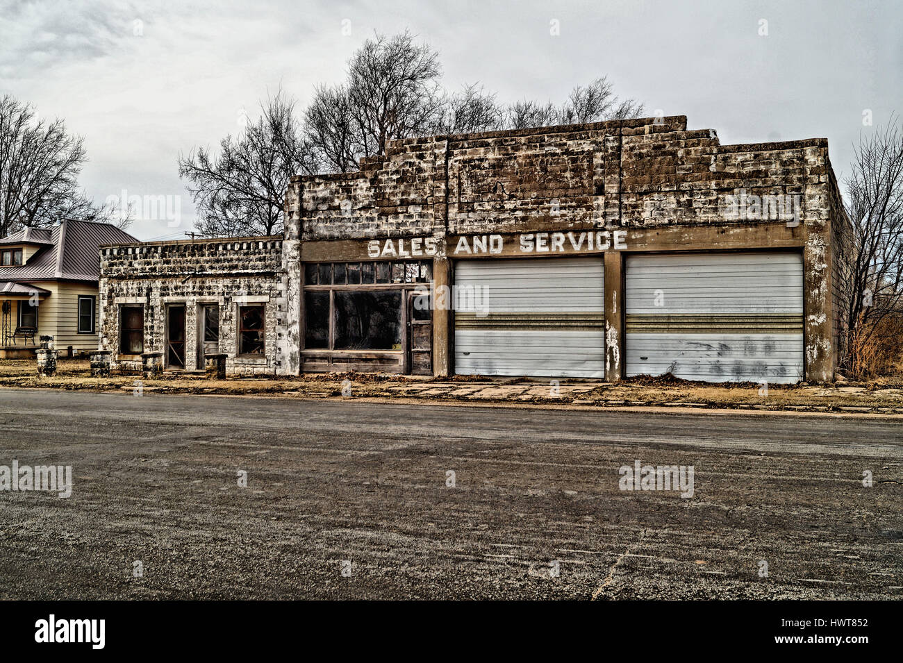 abandoned building in small town america - Stock Image