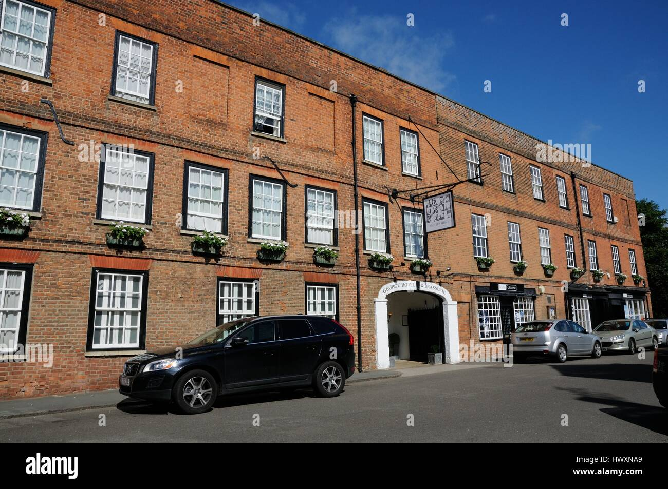 The George Hotel, Buckden, Cambridgeshire, is a long building where John Byng, Viscount Torrington visited. He mentioned - Stock Image
