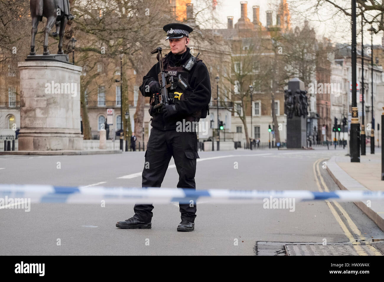 London, UK. 22 March 2017 A  Metropolitan police firearms officer stands guard in a deserted Whitehall following - Stock Image