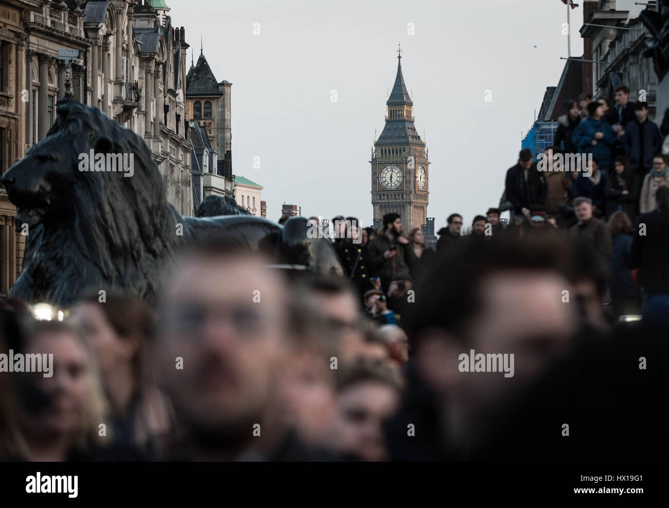 London, UK. 23rd March, 2017. Crowds gather in Trafalgar Square for a candle-lit vigil and one minute silence in - Stock Image