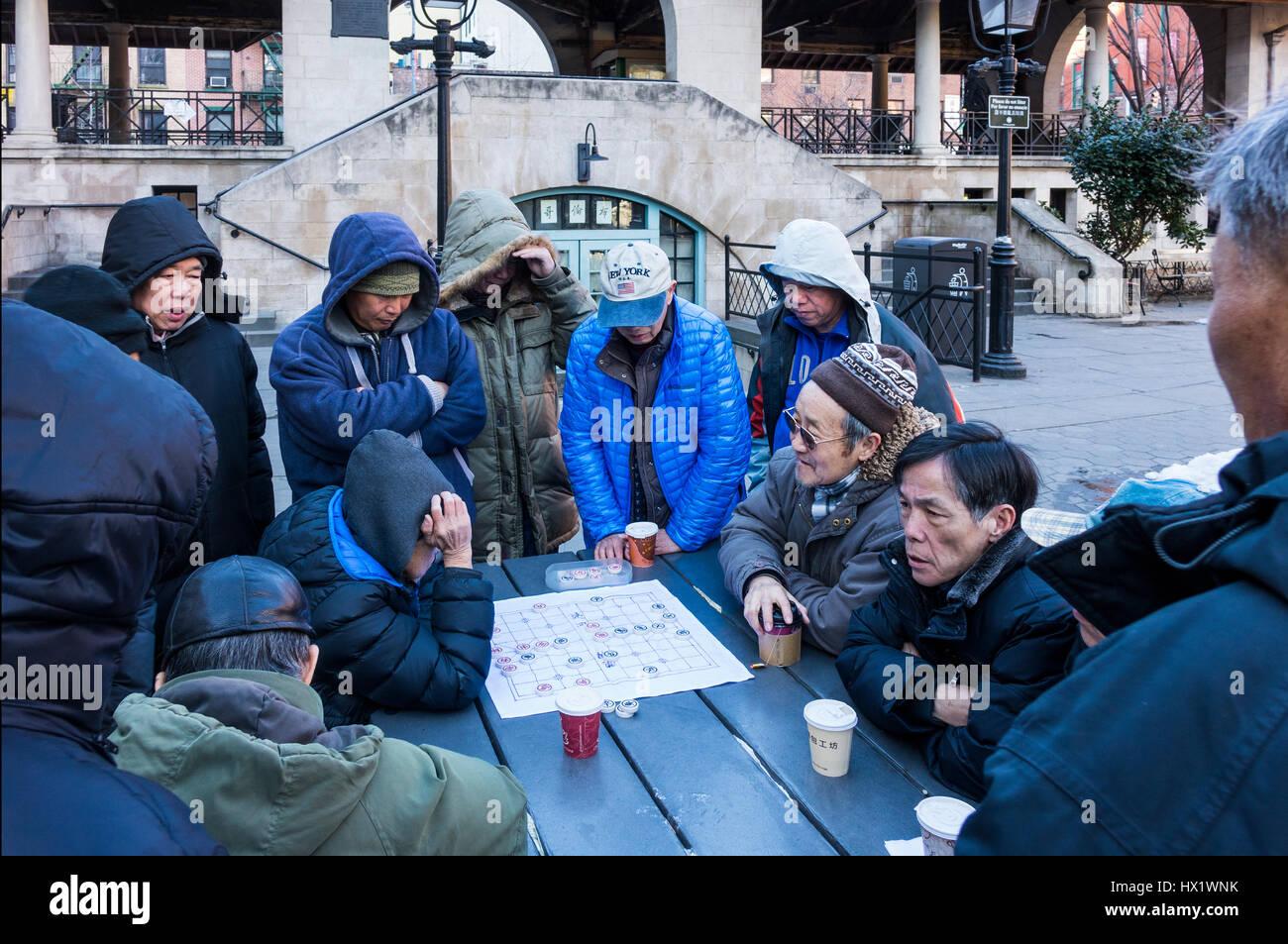 Chinatown, New York: senior Asian Chinese chess players - Stock Image