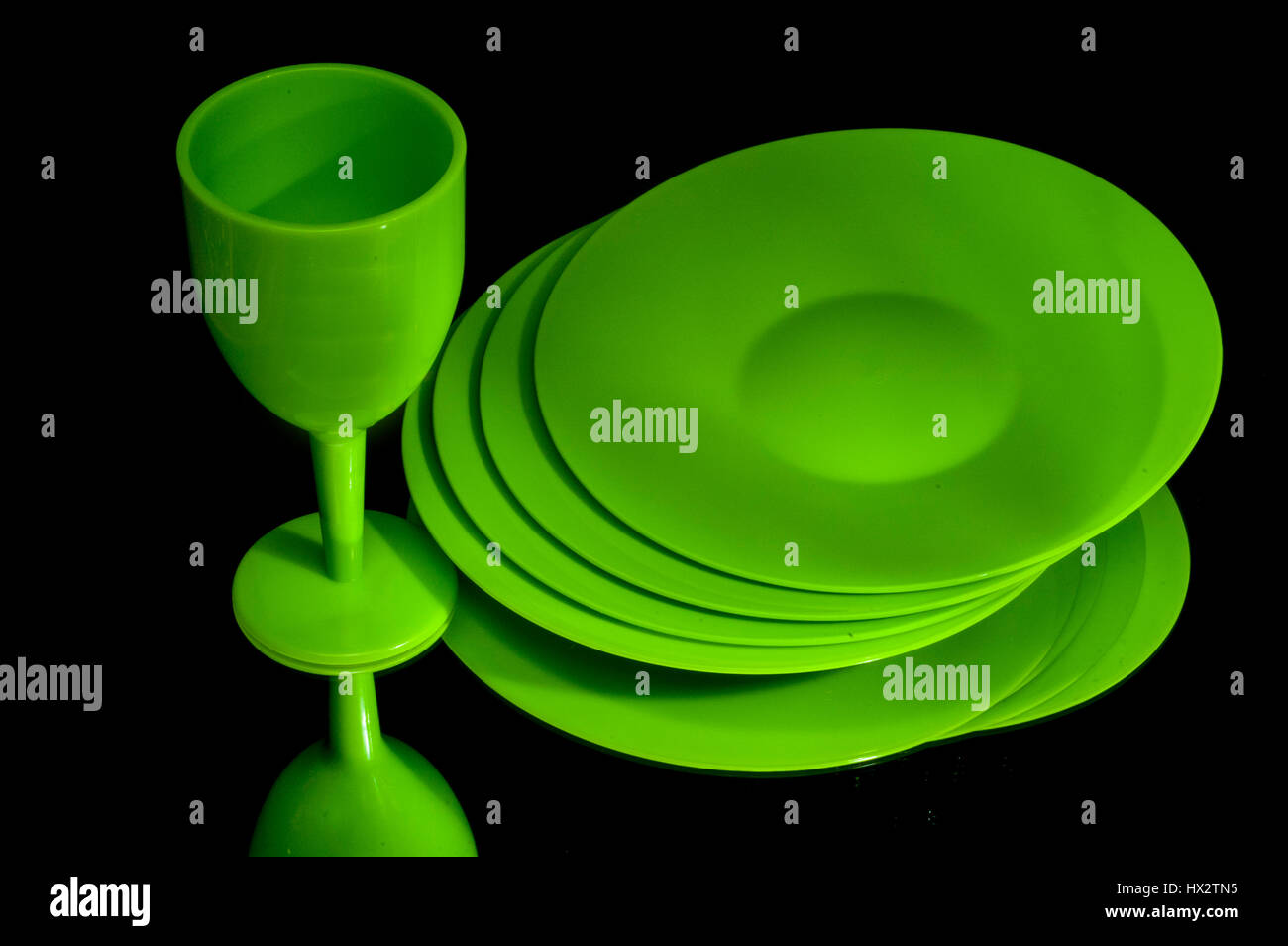green plastic plates and cup - Stock Image  sc 1 st  Alamy & Plastic Plates Stock Photos \u0026 Plastic Plates Stock Images - Alamy
