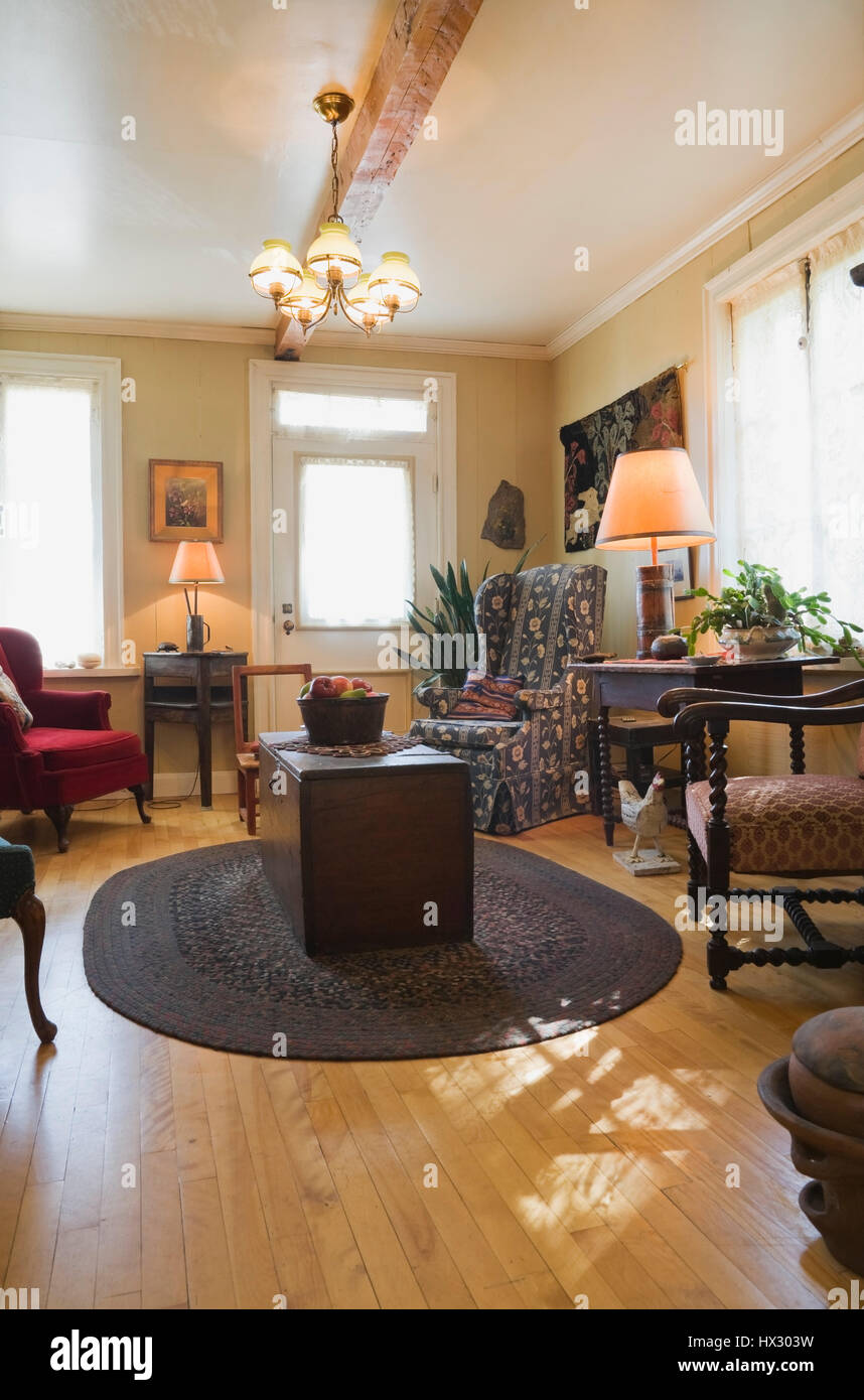 Living room with antique chairs and furnishings in 1810 Canadiana old house interior - Stock Image