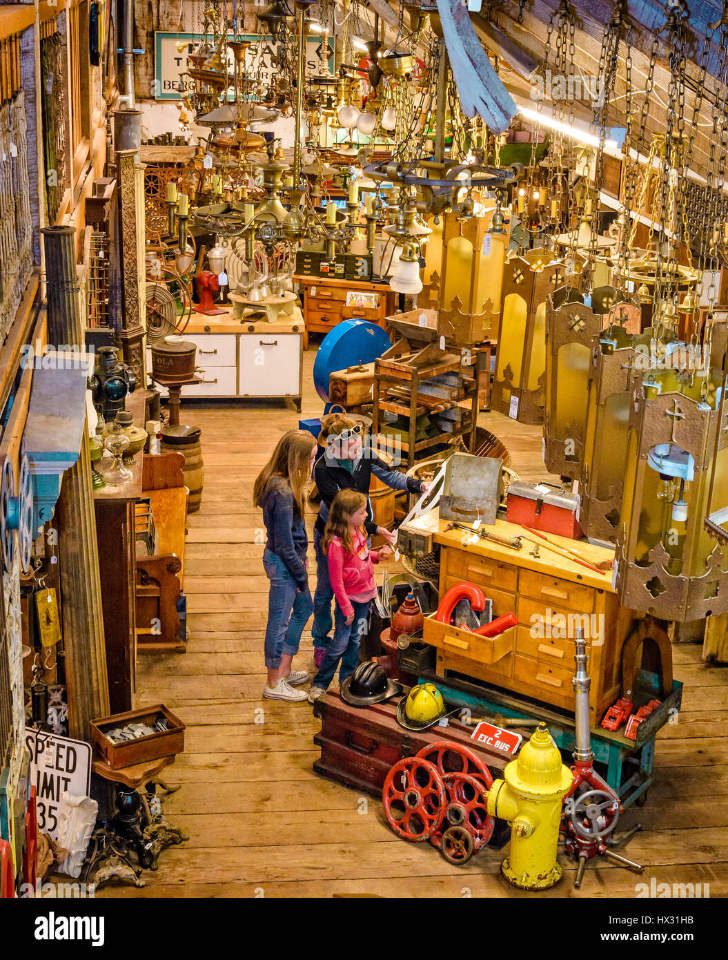 Mother and daughters shopping at Aurora Mills Architectural Salvage in Aurora, Oregon. - Stock Image