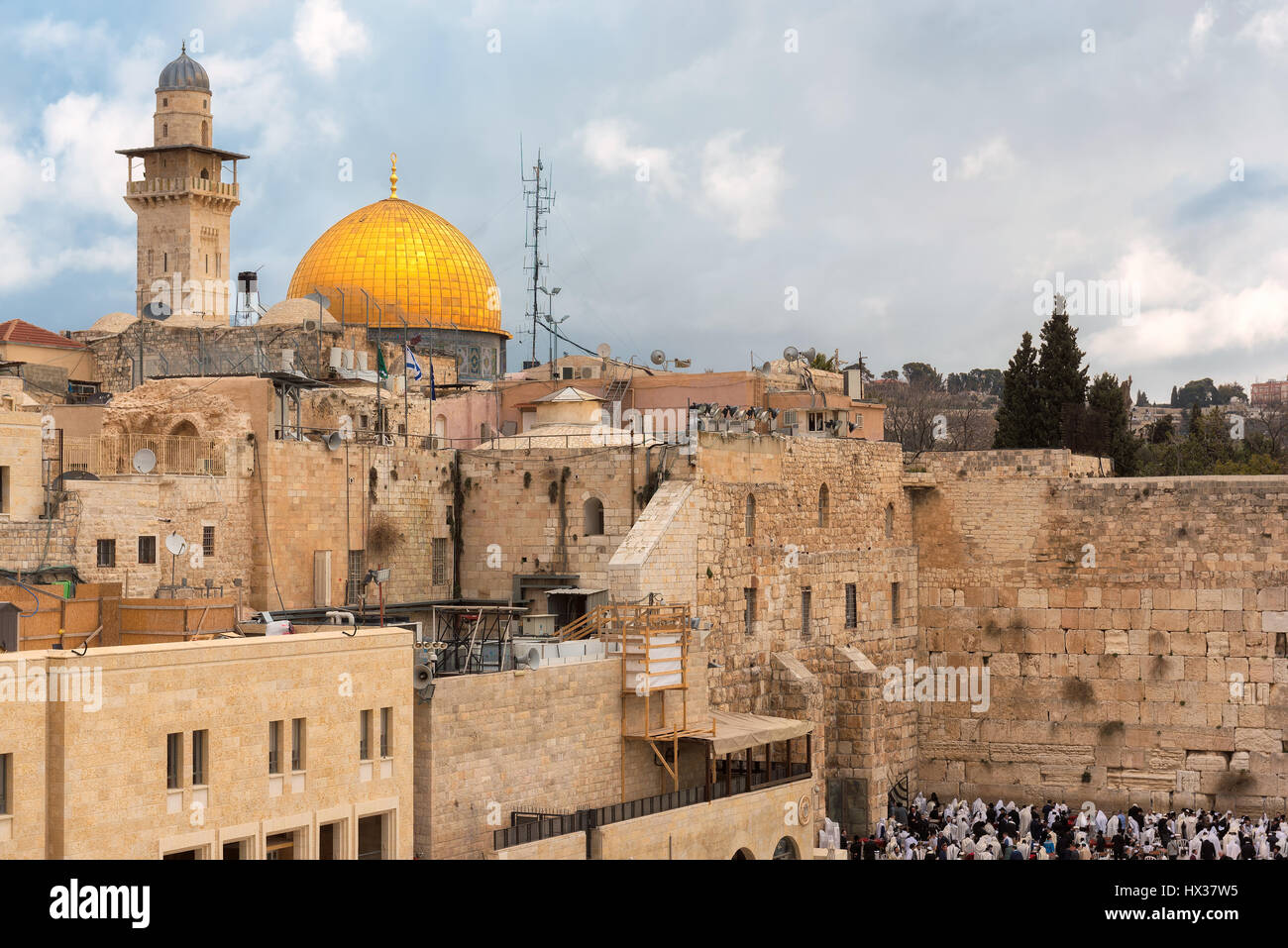 Western Wall and golden Dome of the Rock at sunset, Jerusalem Old City,  Israel. - Stock Image