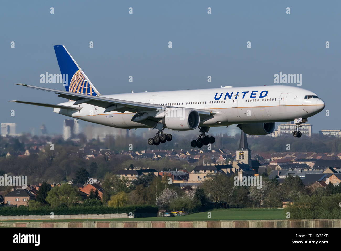 United Airlines Boeing 772 landing on runway 01 at Brussels Airport.