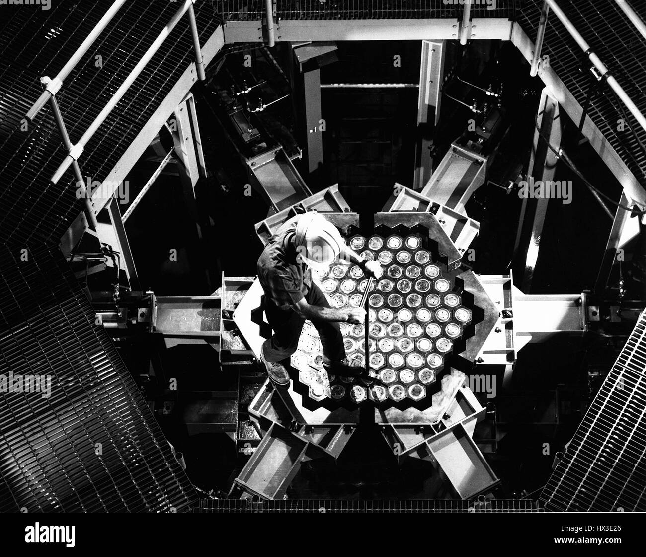 A WADCO engineer rotates a mock fuel bundle in the Fast Flux Test Facility's Simulated Core Mockup before taking - Stock Image