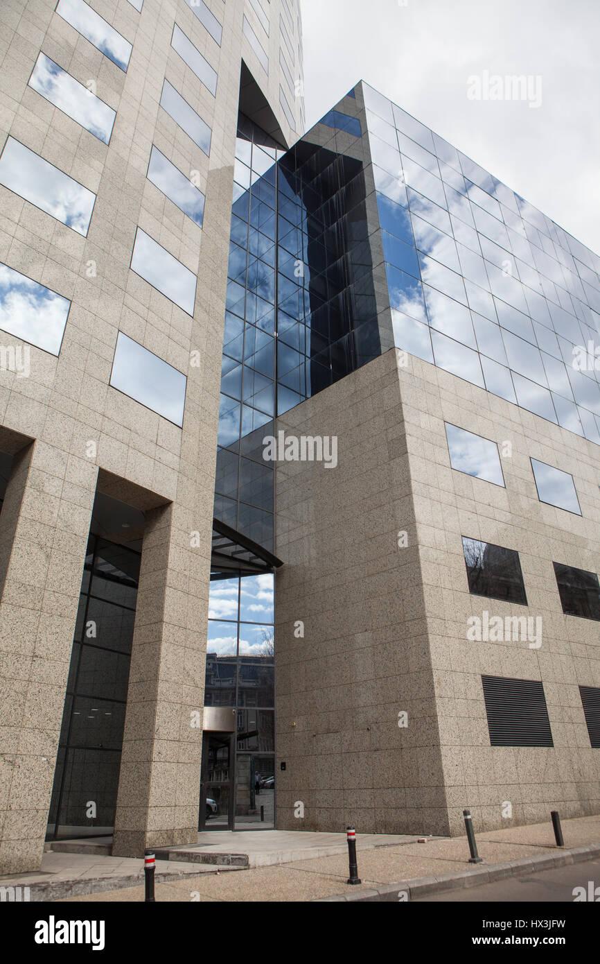 Skycraper architectural glass building - Stock Image