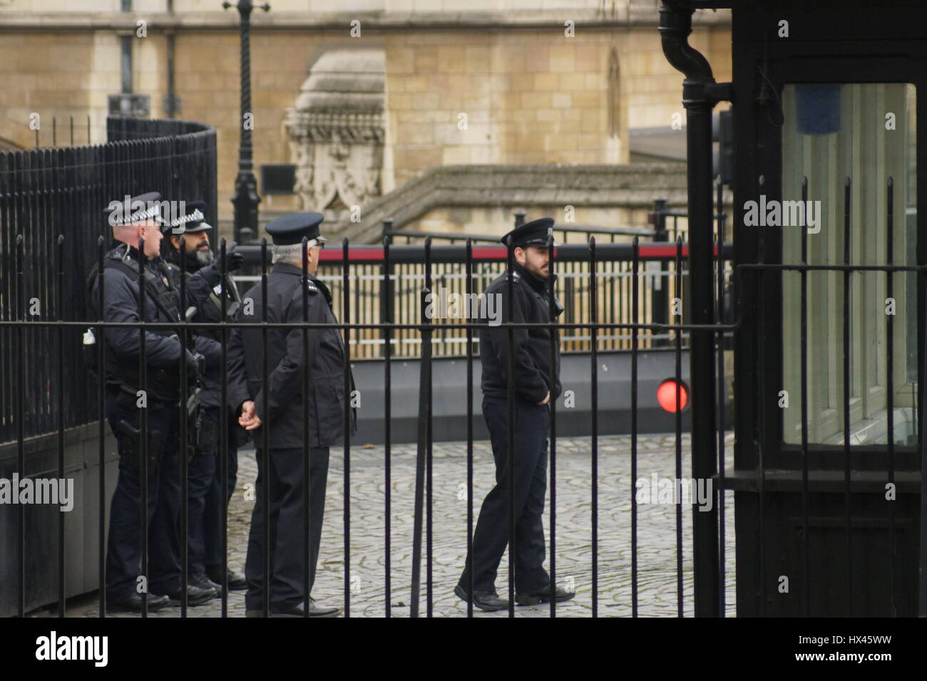 London, UK. 23rd Mar, 2017. Armed police at the scene of the murder. The scene outside the Houses of Parliament - Stock Image