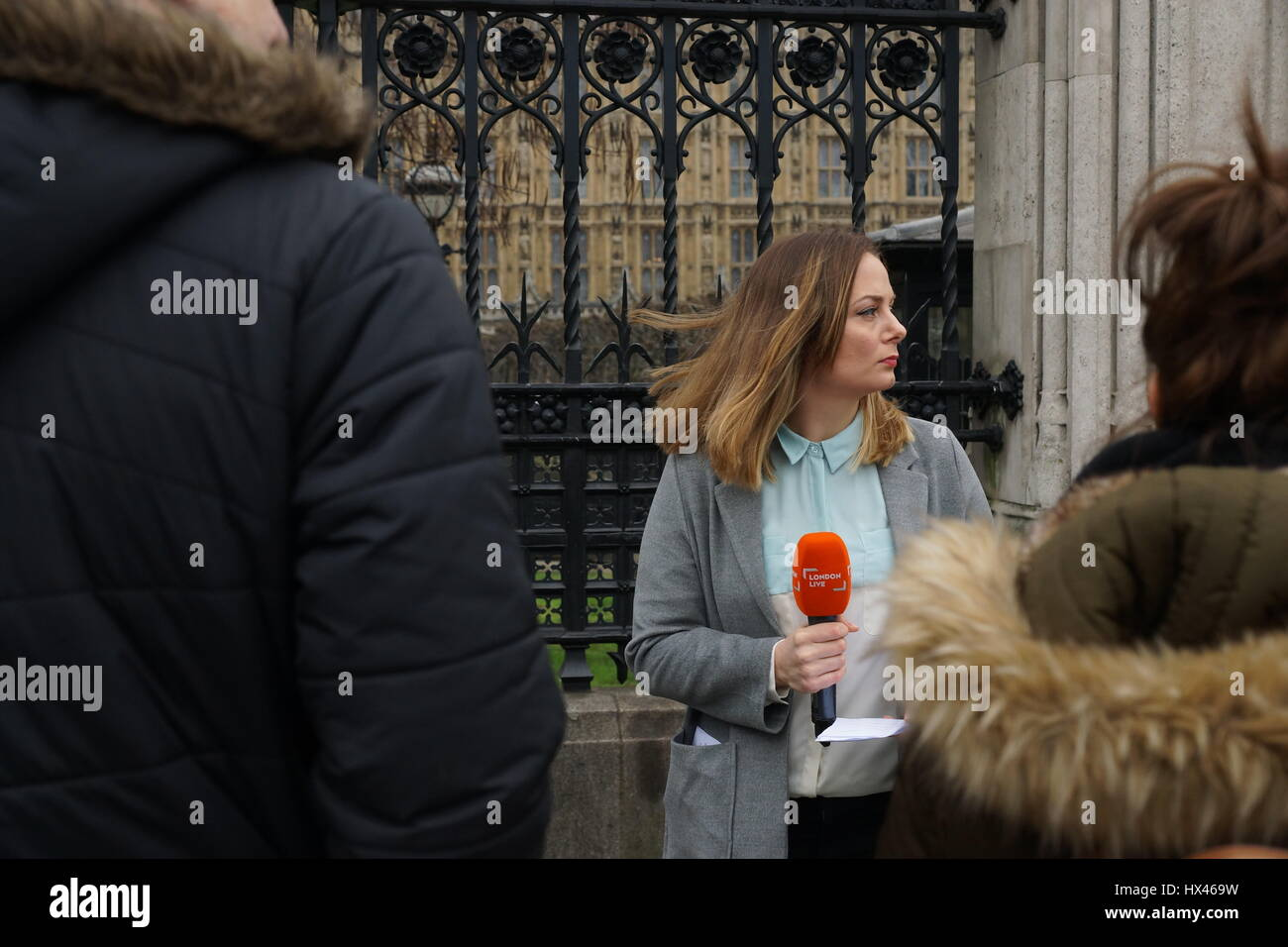 London, UK. 23rd Mar, 2017. Television journalist reports from the scene outside the Houses of Parliament in the - Stock Image