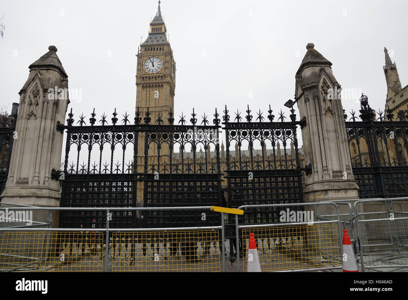 London, UK. 23rd Mar, 2017. The gates at St Stephen's entrance outside the Houses of Parliament in the wake - Stock Image