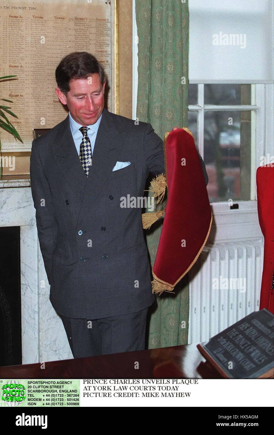 PRINCE CHARLES UNVEILS PLAQUE IN YORKS LAW COURTS 15 January 1996 - Stock Image