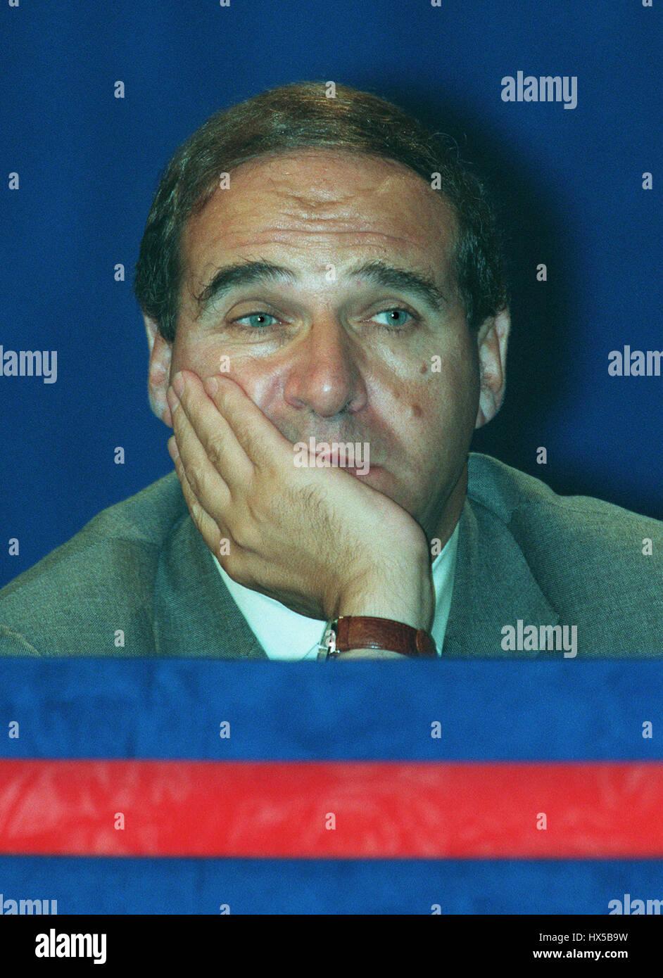 LEON BRITTON VICE CHAIRMAN OF THE EC 09 February 1995 - Stock Image