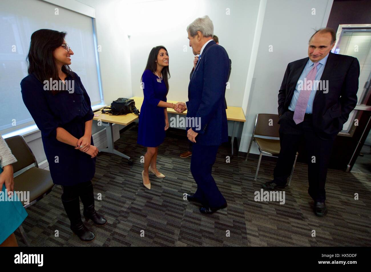 US Secretary of State John Kerry meets with University of Chicago Institute of Politics students, October 26, 2016. - Stock Image