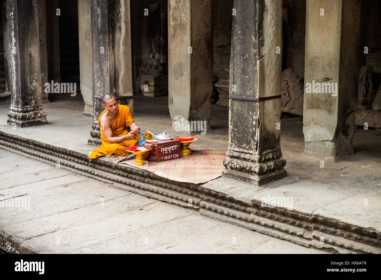 Monk in the Angkor Wat temple, Angkor, Cambodia, Asia - Stock Image