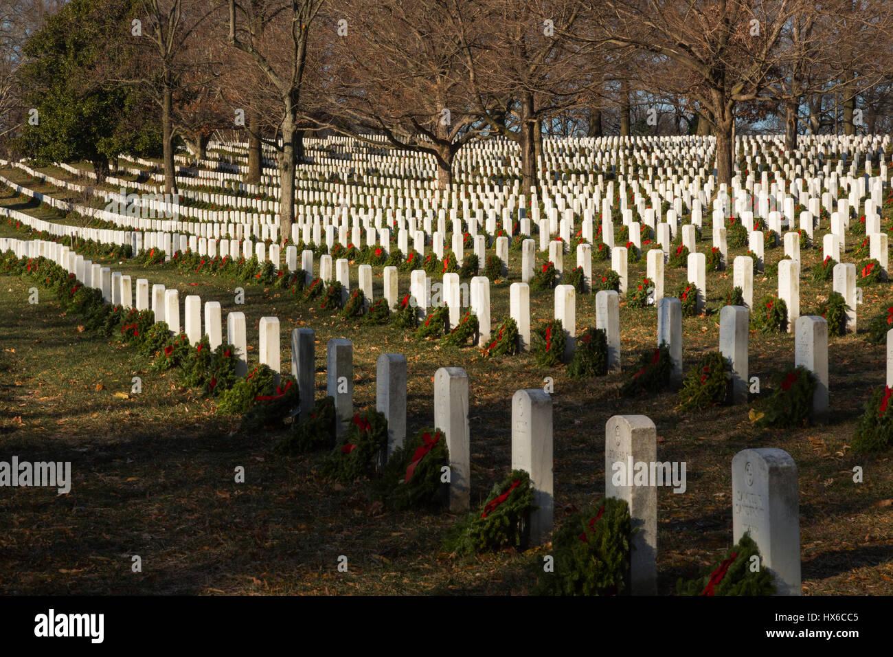 Gravesites at Arlington National Cemetery decorated with Christmas Wreaths, Arlington, VA, USA - Stock Image