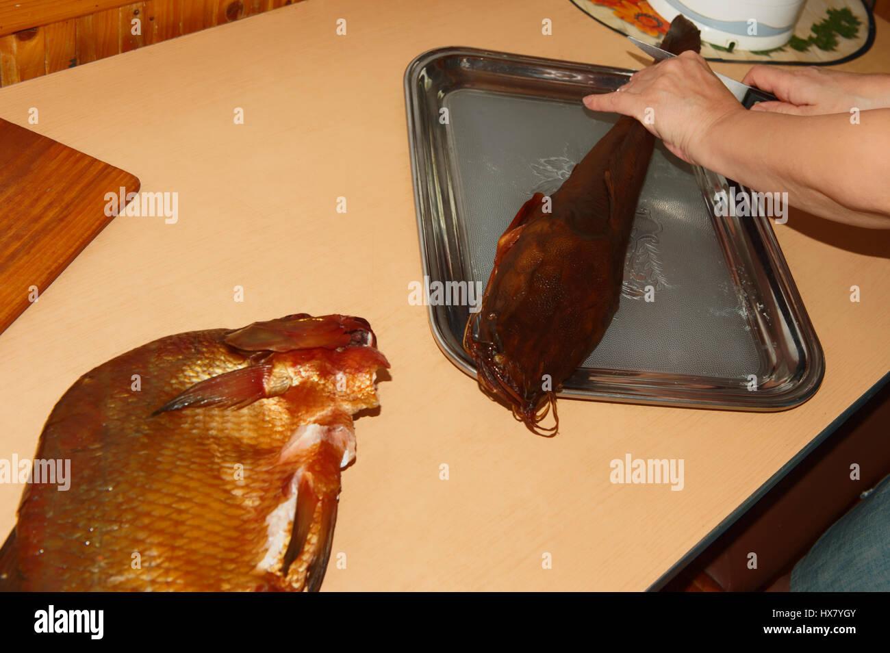 Zubereitung geräucherter Fisch,Litauen. Stock Photo