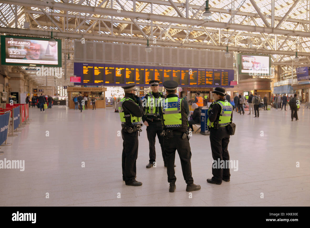 central station Glasgow interior police huddle terrorism police central station British transport police - Stock Image