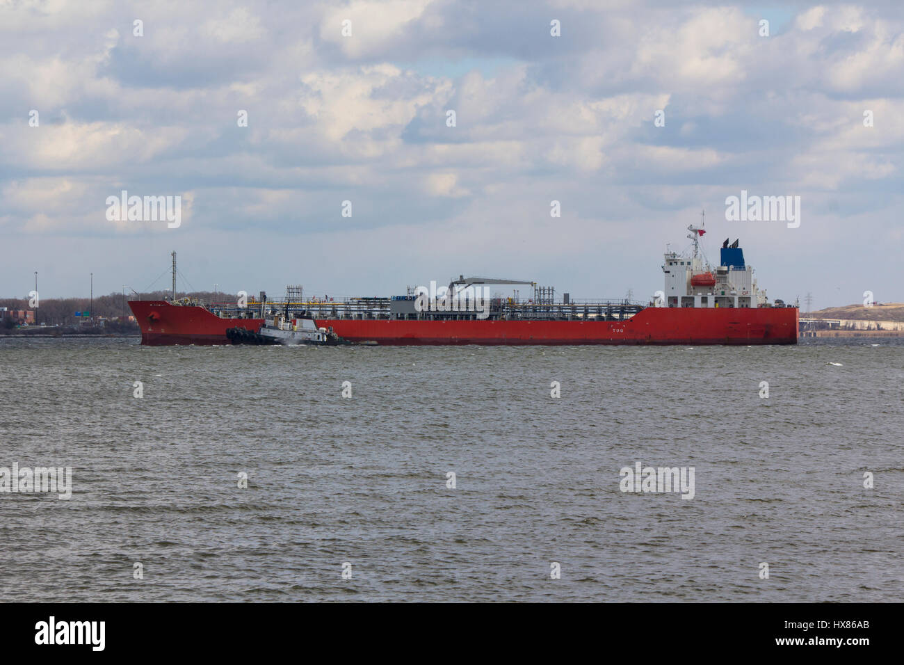 Tug assisting tanker near Baltimore on Chesapeake Bay - Stock Image