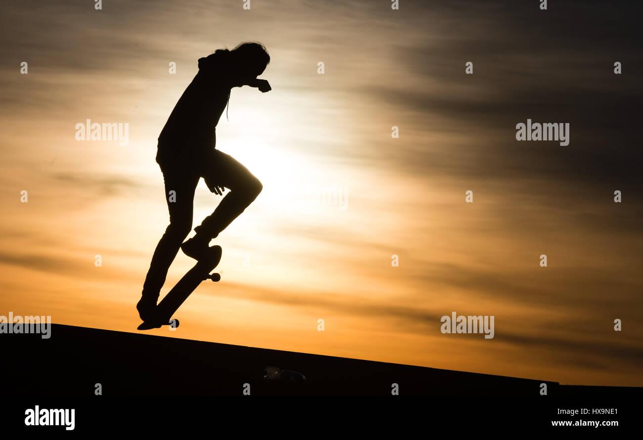 Berlin, Germany. 25th Mar, 2017. A skater in action at sunset at Tempelhofer Feld (lit. Tempelhof Field) in Berlin, - Stock Image