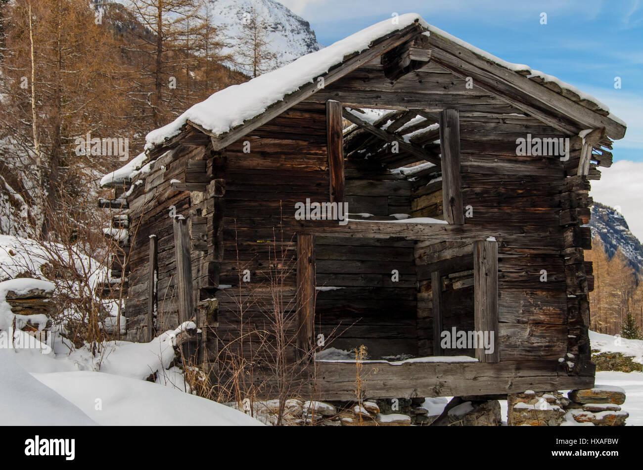 Transient cabins in the neighbourhood of Saas-Almagell. - Stock Image