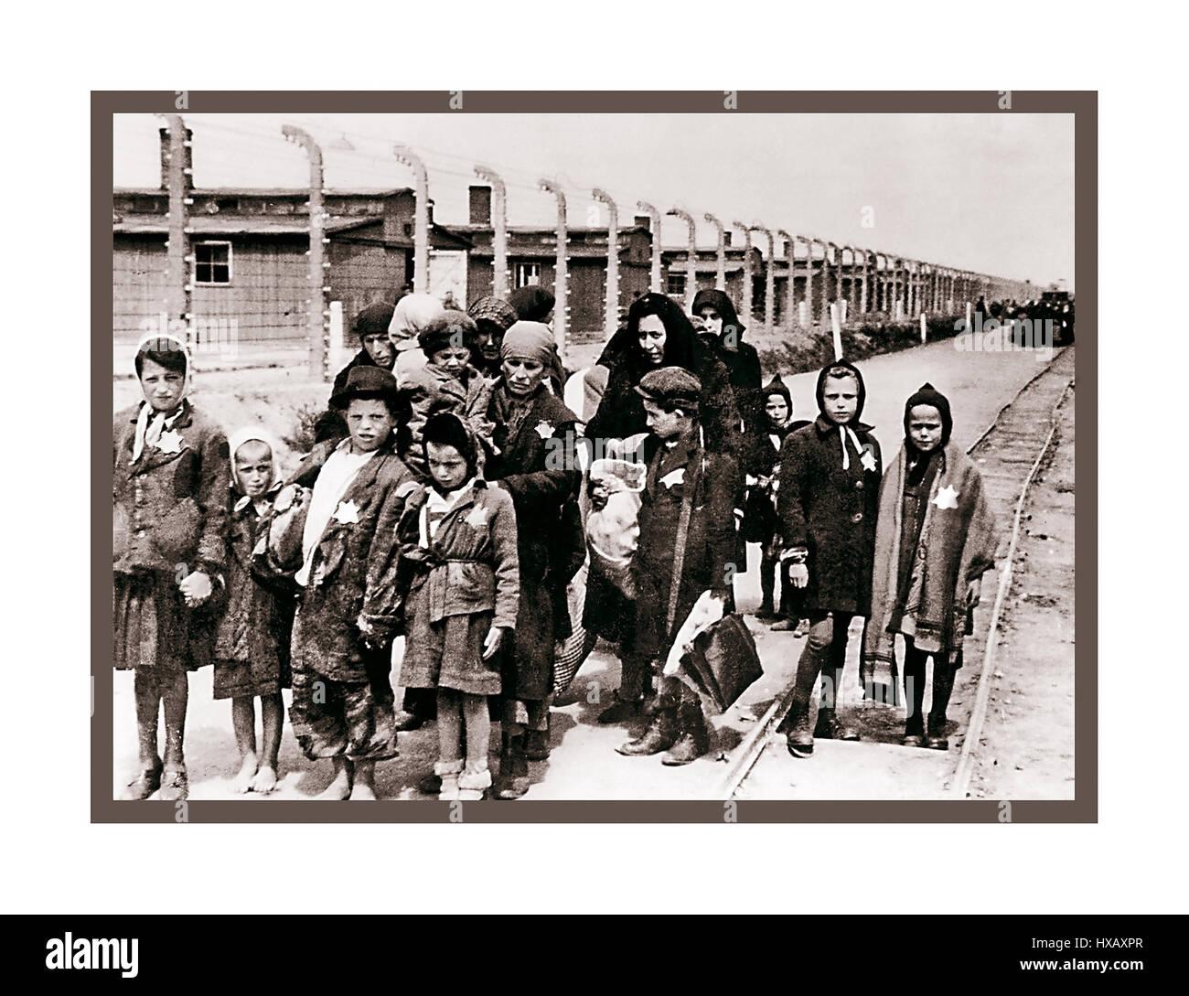 Jewish children wearing Nazi designated yellow stars arrive in Auschwitz-Birkenau.  A WW2 German Nazi Concentration - Stock Image