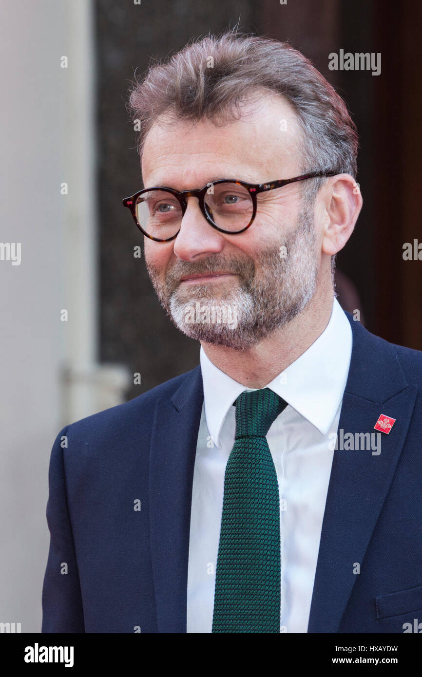 Hugh Dennis (born 1962)