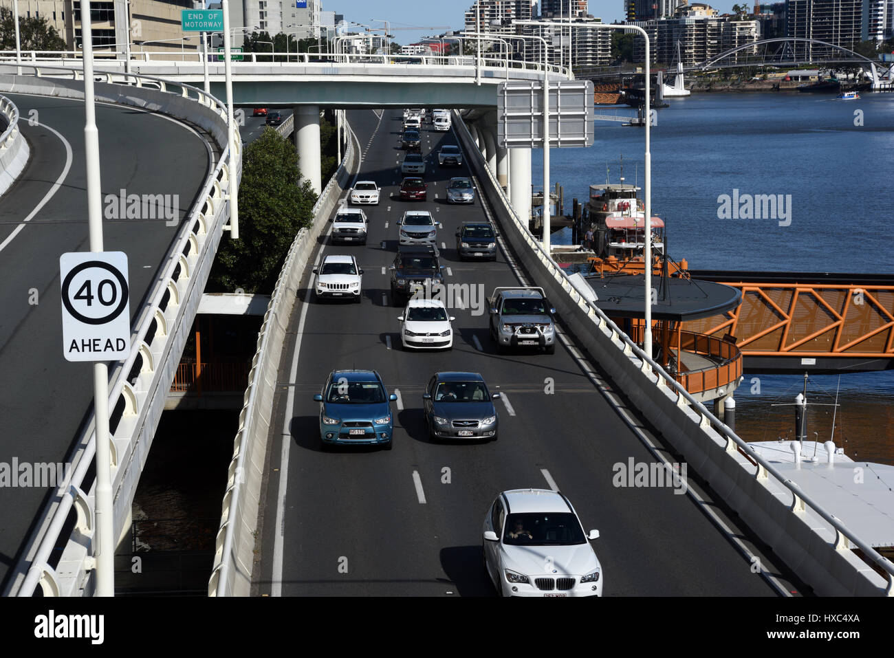Brisbane, Australia: Traffic on the Riverside Expressway on the banks of the Brisbane River. - Stock Image