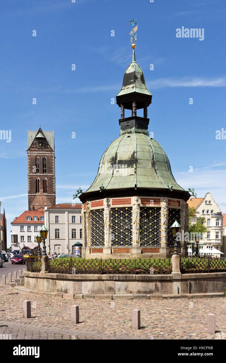 Pavilion water art on the marketplace Wismar, in the background the Marien's church, Pavilion fountain on the - Stock Image