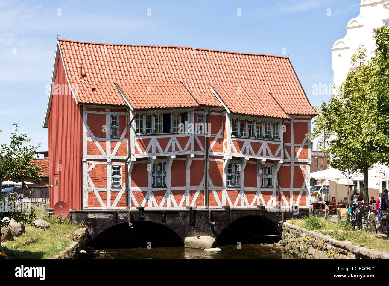 'The half-timbered house ''Vault'' by the small river fresh pit in Wismar, The old house, ''vault'' - Stock Image