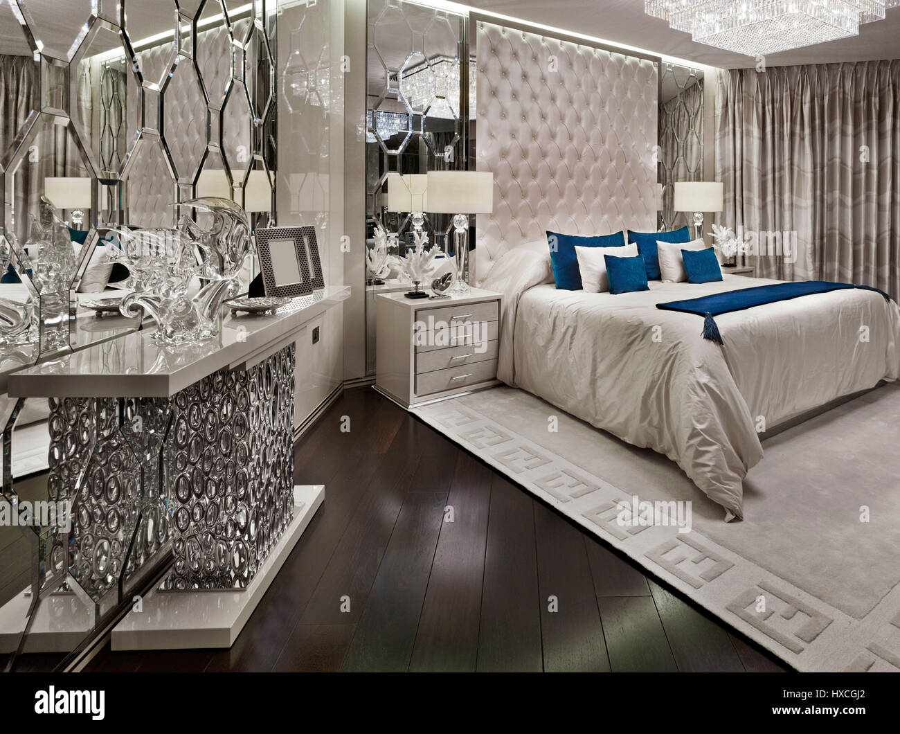 . Luxury Apartment in London exclusive bedroom  double bed interior