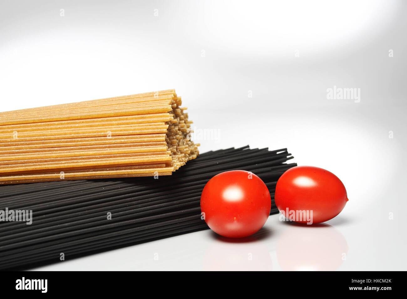 Spaghetti with tomatoes, Spaghetti mit Tomaten Stock Photo