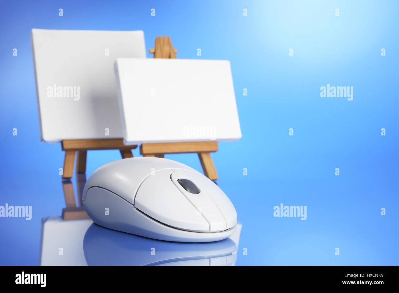 Mouse with easel and canvas, Maus mit Staffelei und Leinwand - Stock Image