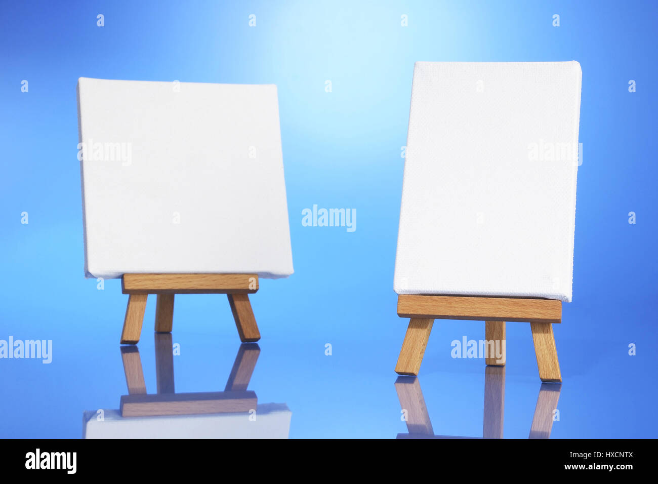 Easel with canvas, Staffelei mit Leinwand - Stock Image