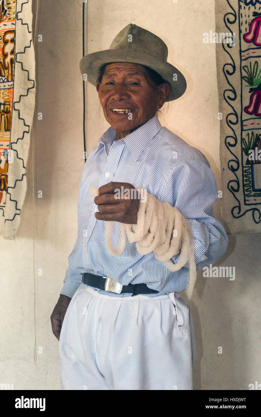 Ecuador, Otavalo, Artisan weaver holding carded wool - Stock Image