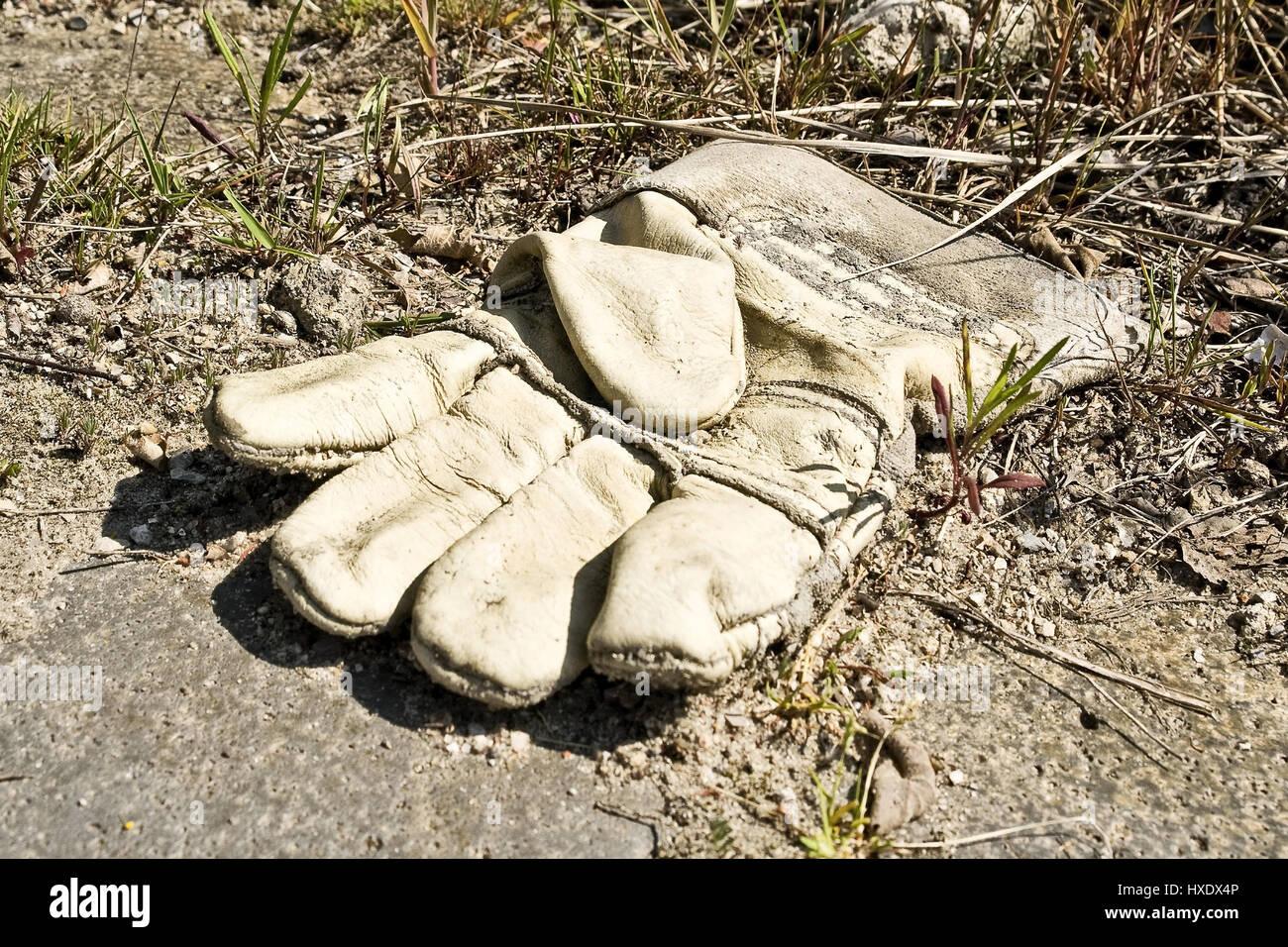 Thrown away working glove, Discarded work glove |, Weggeworfener Arbeitshandschuh |Discarded work glove| Stock Photo