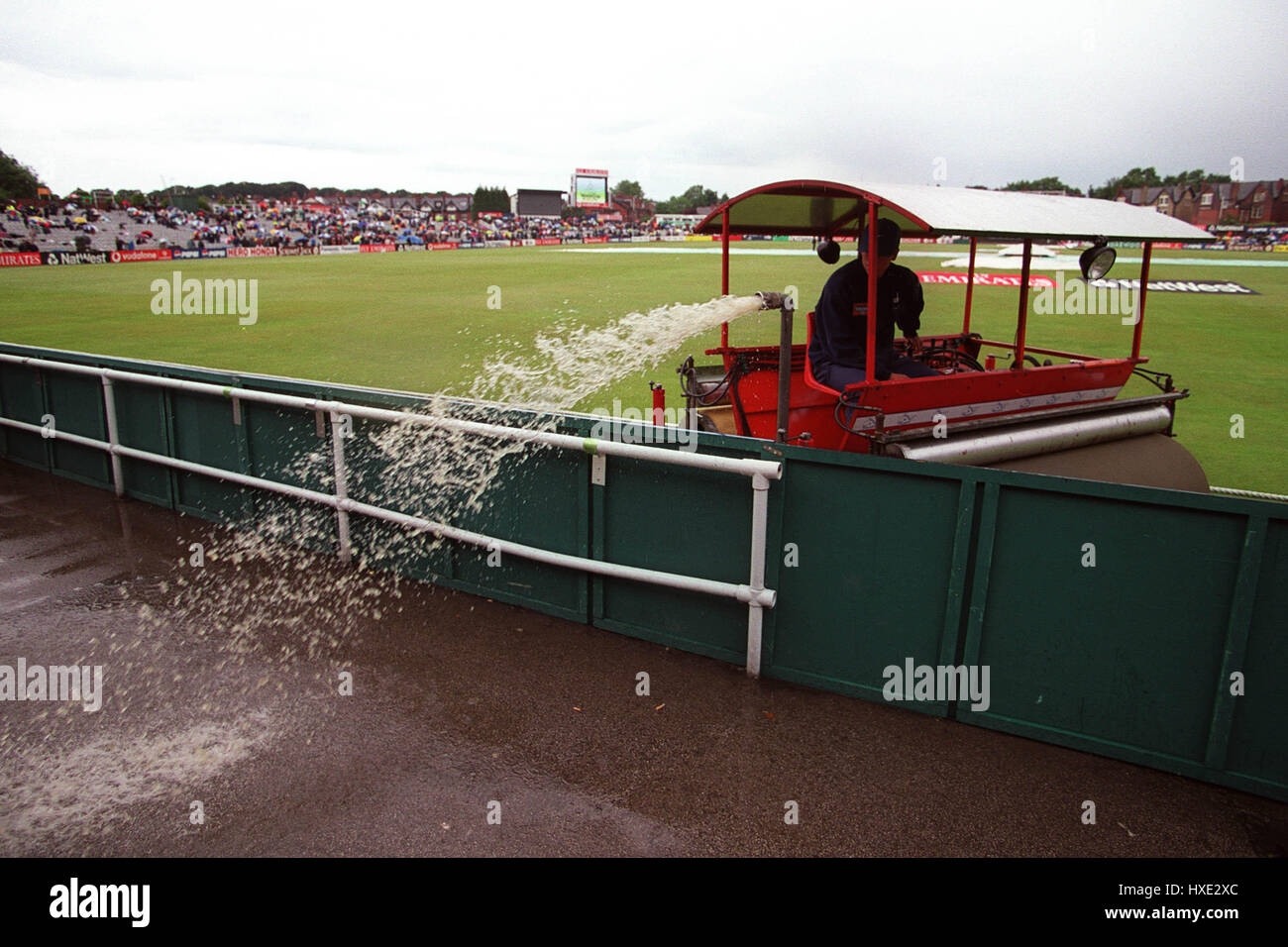 RAINWATER REMOVED FROM OUTFIED NEW ZEALAND V ZIMBABWE 06 June 1999 - Stock Image